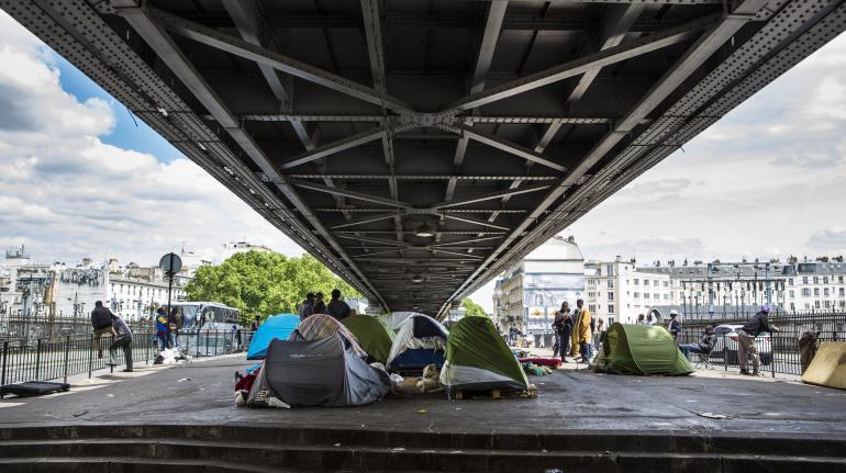 Le campement de migrants de la Chapelle, dans le 18e arrondissement de Paris, lundi 1er juin 2015.