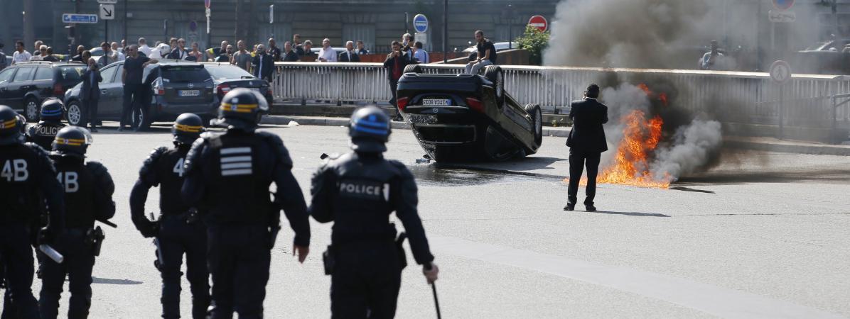 Voitures Vandalisées échauffourées La Manifestation Des Taxis - Taxi porte maillot