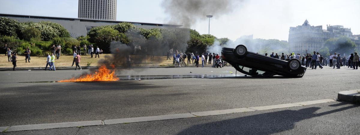 Manifestation De Taxis On Veut La Suppression Des VTC Ou Le - Taxi porte maillot