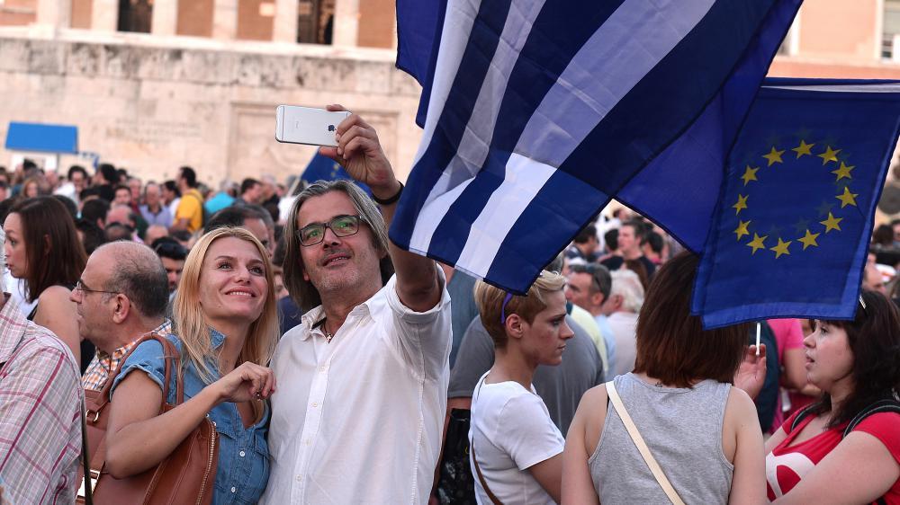 Des manifestants pro-Europe devant le Parlement grec, à Athènes, le 9 juillet 2015.