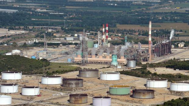 Vue aérienne de la raffinerie LyondellBasell prise le 18 août 2011 à Berre-l'Etang.