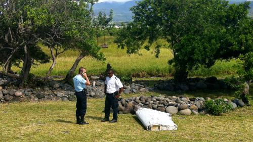 """DIRECT. Enquête sur le vol MH370 : de nouveaux """"débris métalliques"""" retrouvés à La Réunion"""