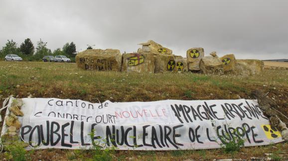 Devant le site du laboratoire de l'Andra, à Bure (Meuse), le 4 août 2015.