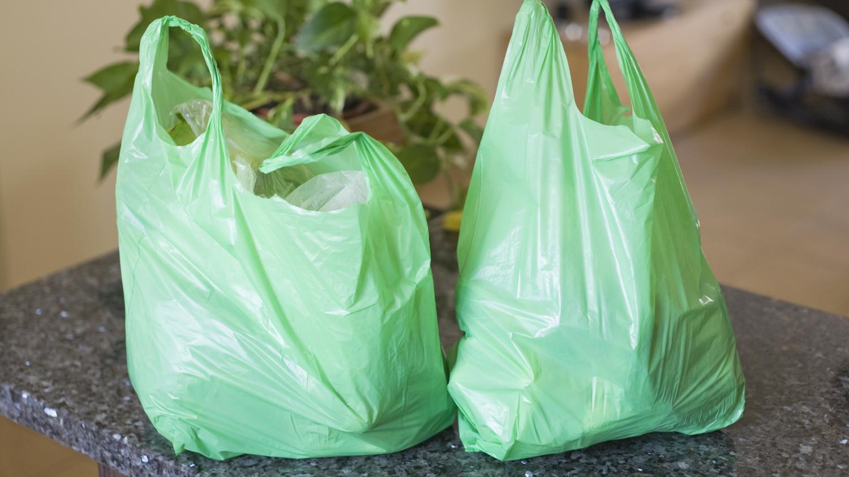 les sacs plastiques d finitivement interdits partir du 1er juillet. Black Bedroom Furniture Sets. Home Design Ideas