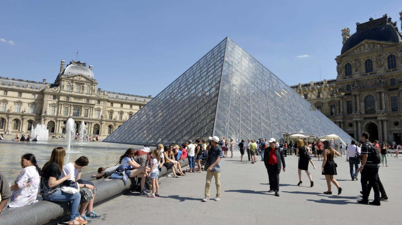 Le louvre orsay et le ch teau de versailles bient t for Lieux touristiques france