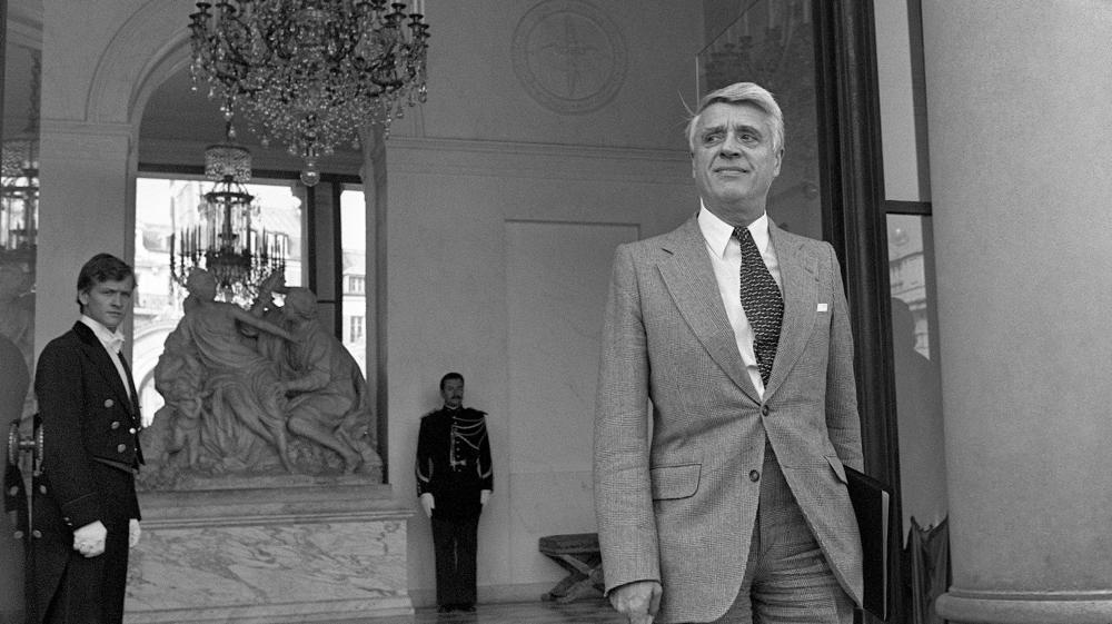 Le ministre du Travail Robert Boulin quitte l'Elysée, le 26 septembre 1976, après avoir participé au conseil des ministres. Son corps est retrouvé trois jours plus tard, dans un étang.
