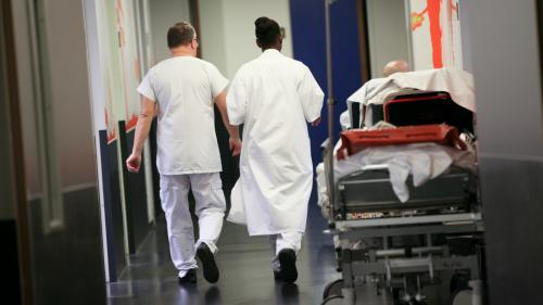 Santé : une association pointe du doigt les délais d'attente dans les hôpitaux et cliniques