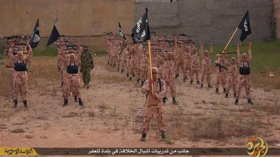 Camp d'entraînement du groupe Etat islamique à Tal Afar (Irak), sur une photo publiée en avril 2015 sur un site internet jihadiste.