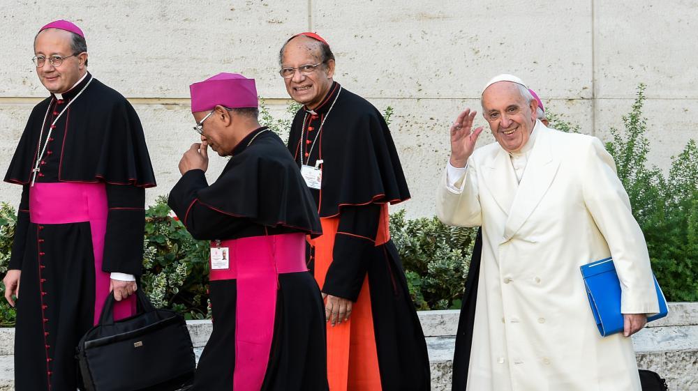 Le pape François lors de son arrivée au dernier jour du synode sur la famille, le 24 octobre 2015 au Vatican.