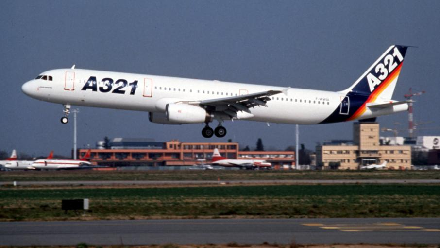 video crash d 39 un avion de ligne russe en egypte moscou l 39 motion des familles de victimes. Black Bedroom Furniture Sets. Home Design Ideas