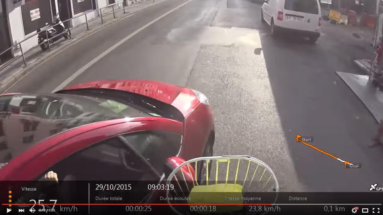 KlaxonnePercuteRoule Vie De Sur Vélo Mon À Lyon Scène PiedS'enfui La Chauffard Me 0016 N8Ov0wmn