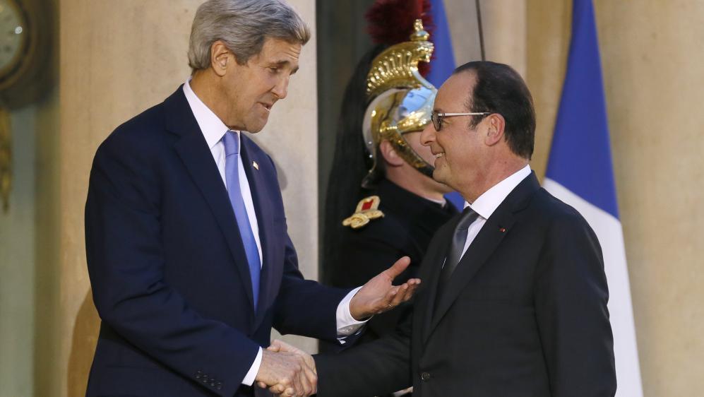 Le secrétaire d'Etat américain John Kerry et le président français François Hollande, à l'Elysée, le 16 janvier 2015.