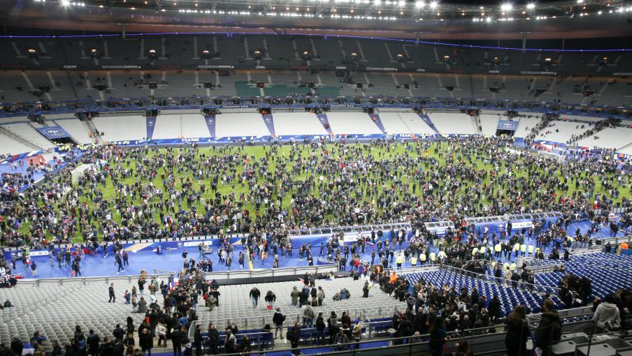 Attentat au stade de france des kamikazes dans l 39 hexagone une premi re - Stade francais porte de saint cloud ...