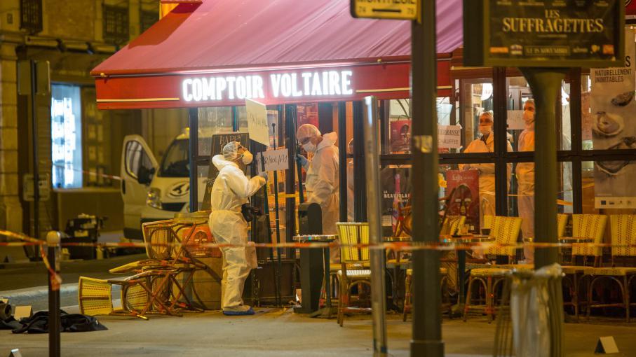 Video l 39 infirmier qui a d couvert la ceinture d 39 explosifs sur le corps de brahim abdeslam t moigne - Le comptoir du petit marguery paris 13 ...