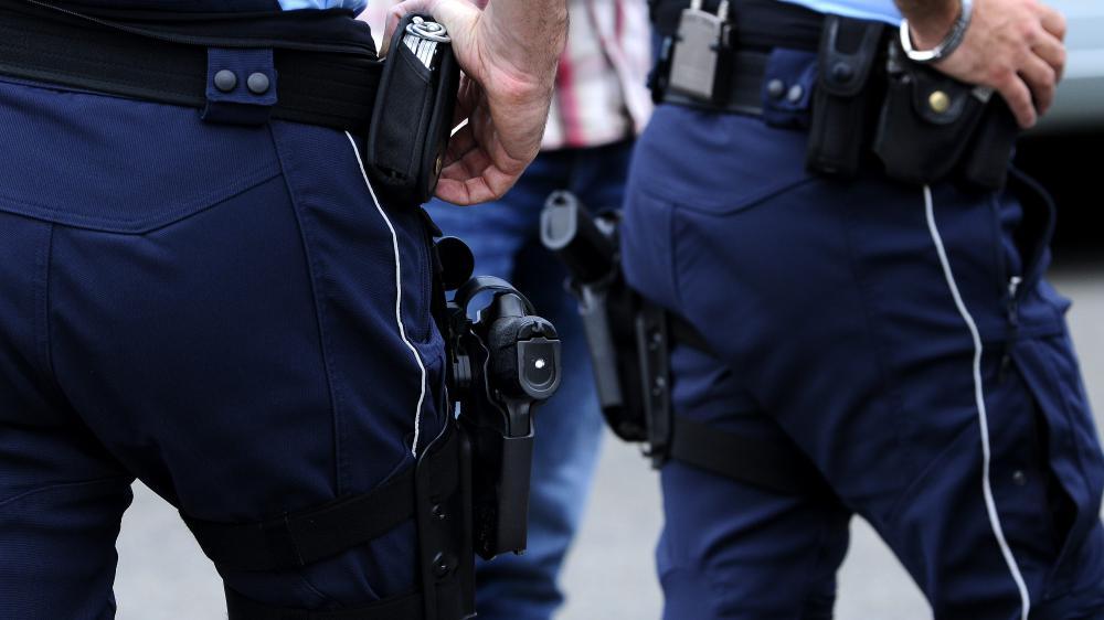 Depuis le 25 novembre 2015, les gendarmes sont autorisés à porter leur arme en dehors de leur service, sous conditions.