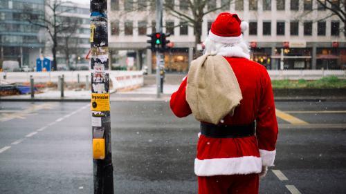 Le père Noël a commencé sa distribution de cadeaux et vous pouvez suivre sa tournée sur le web