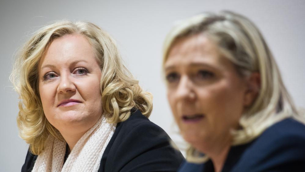 Sophie Montel, la candidate du FN en Bourgogne-Franche-Comté, lors d'une conférence de presse le 28 octobre 2015 à Besançon (Doubs).