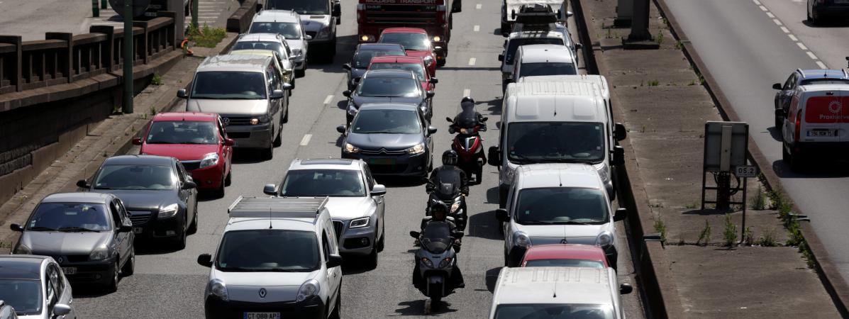 les motards pourront rouler entre les files de voiture sans risquer une amende. Black Bedroom Furniture Sets. Home Design Ideas