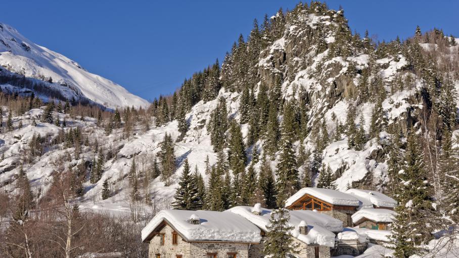 savoie une station de ski se fait livrer 100 tonnes de neige par h licopt re. Black Bedroom Furniture Sets. Home Design Ideas