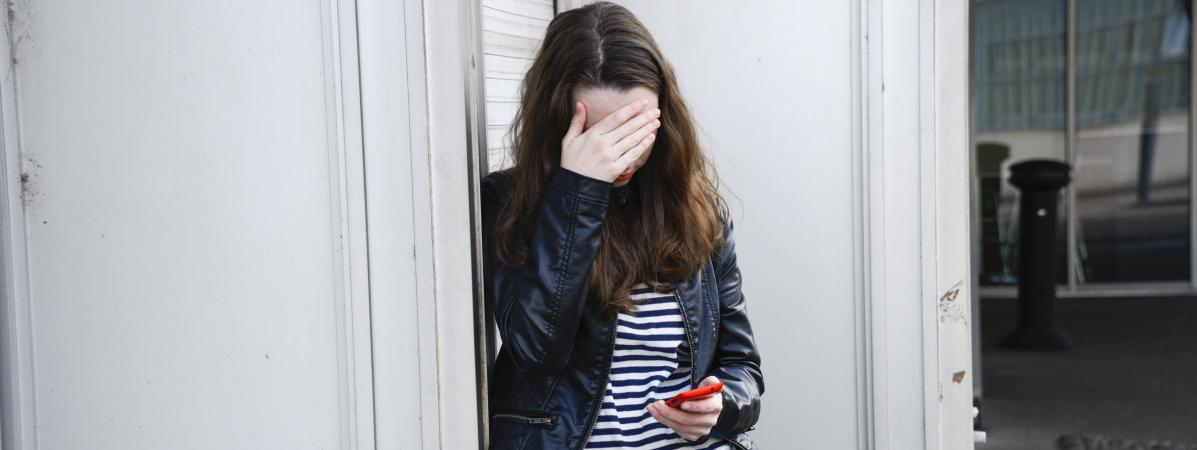Photo d\'illustration d\'une adolescente victime de cyberharcèlement.