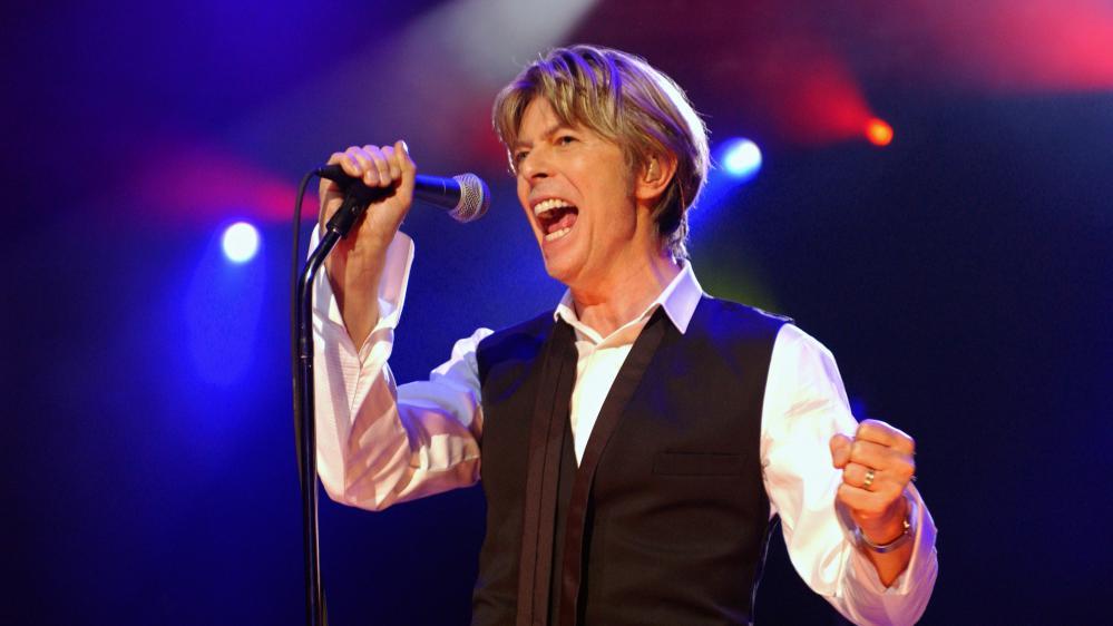 David Bowie sur scène à Paris le 1er juillet 2002.