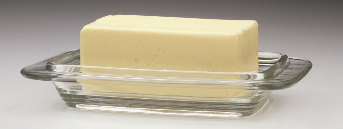 du c ble lectrique dans des plaquettes de beurre auchan. Black Bedroom Furniture Sets. Home Design Ideas