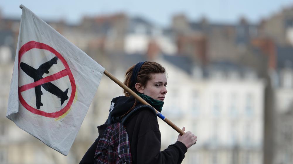 Une opposanteau projet d'aéroport de Notre-Dame-des-Landeslors d'une manifestation à Nantes (Loire-Atlantique), le 23 janvier 2016.