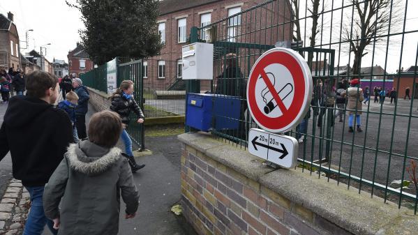 Tabac : pas de cigarettes devant l'école