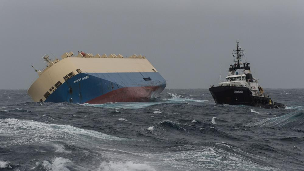 """Le cargo """"Modern Express"""" à la dérive dans le golfe de Gascogne, le 31 janvier 2016."""