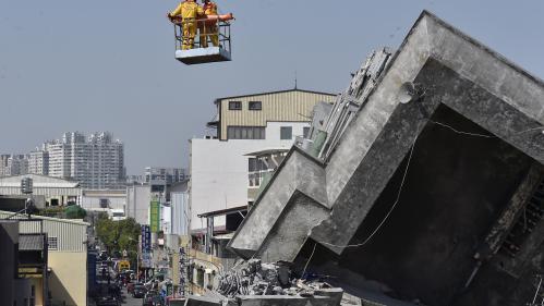 VIDEO. Séisme à Taïwan : les secouristes sortent un survivant des décombres