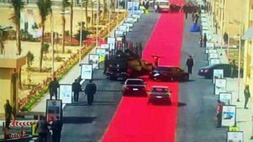 Tollé en Egypte au sujet d'un tapis rouge gigantesque déroulé pour le président