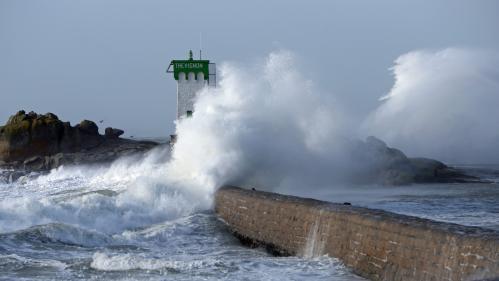 Météo : 22 départements du Nord au Pays basque en alerte orange aux vents violents, aux vagues et à la submersion