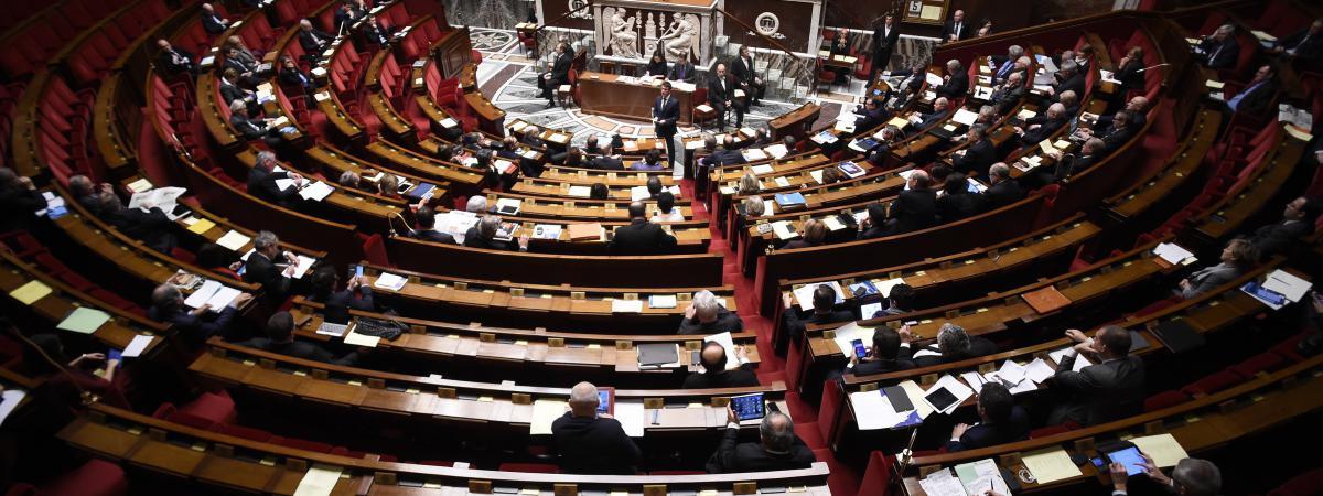 Le Premier ministre, Manuel Valls, s'adresse à l'Assemblée nationale, le 5 février 2016, en ouverture du débat sur la révision constitutionnelle.
