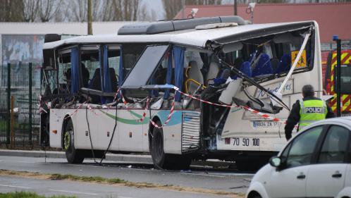 Accident de car scolaire à Rochefort : le lycée de Surgères sous le choc