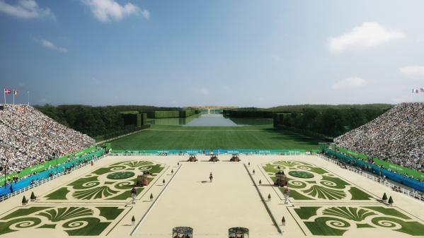 Kamel Ouali organise un grand bal masqué au château de Versailles