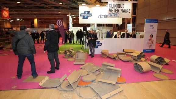 Le stand du ministère de l'Agriculture, démonté par des manifestants, au Salon de l'agriculture à Paris le 27 février 2016.