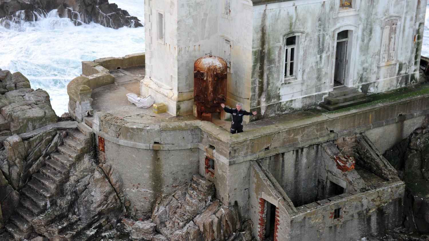 Il s 39 isole dans un phare breton pendant deux mois ici for De pagter antiek interieur b v