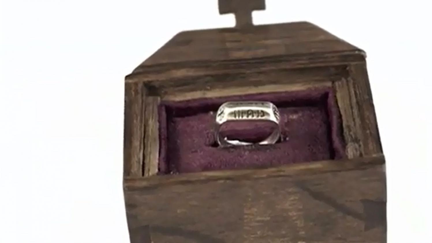 Quantité limitée magasiner pour le meilleur produits de qualité Le Puy du Fou rachète l'anneau de Jeanne d'Arc 376 000 euros