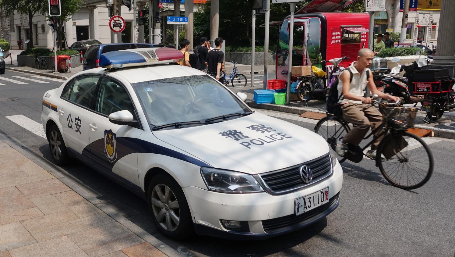 chine la police va tester une voiture qui identifie les visages des passants. Black Bedroom Furniture Sets. Home Design Ideas