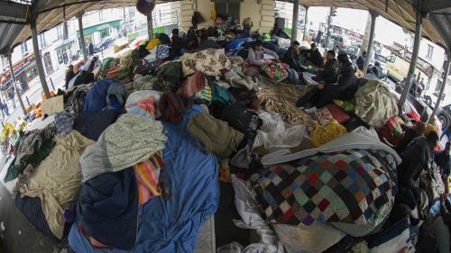 Paris : le camp de migrants de la place Stalingrad à nouveau évacué