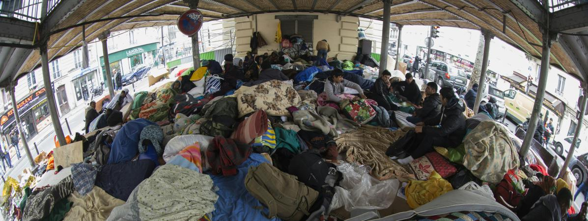 Le camp de migrants sur la place Stalingrad, dans le 19e arrondissement de Paris, le 23 mars 2016.