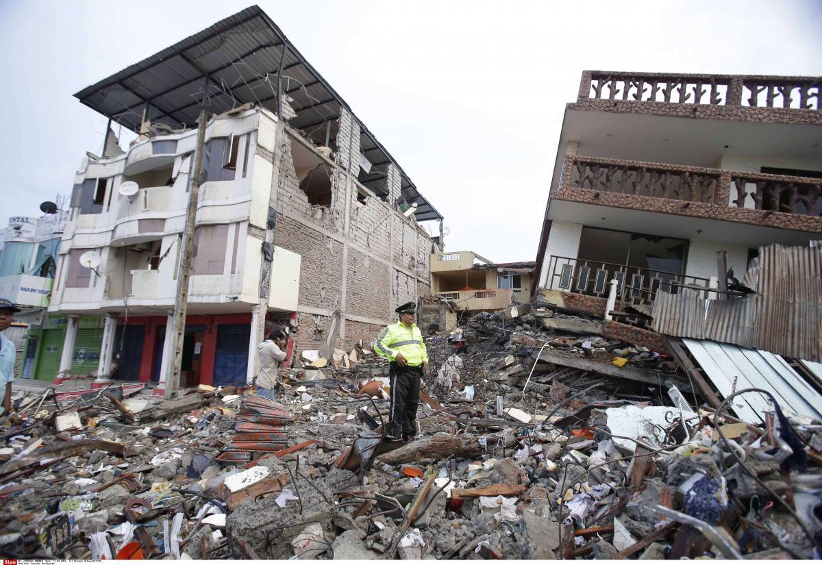 En images sc nes de chaos en equateur apr s le pire for Les decoratives brut de terre