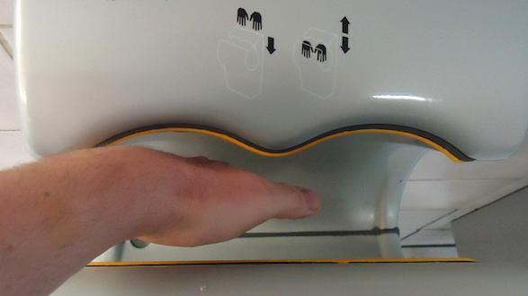 dilemme face aux microbes s che mains ou serviettes en papier. Black Bedroom Furniture Sets. Home Design Ideas