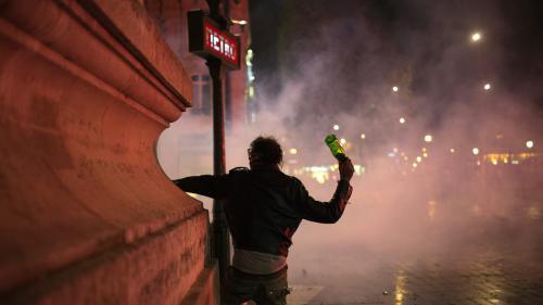 VIDEO. Nuit debout : une nouvelle nuit de violences sur la place de la République