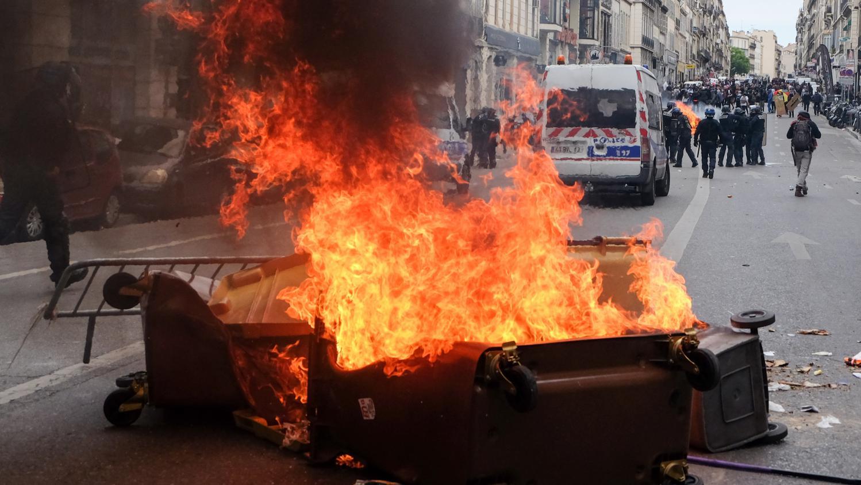 videos paris rennes nantes violents affrontements entre les policiers et les manifestants. Black Bedroom Furniture Sets. Home Design Ideas