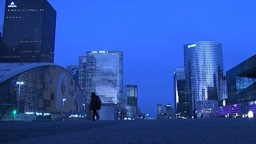 Paris : la nuit, La Défense montre un autre visage