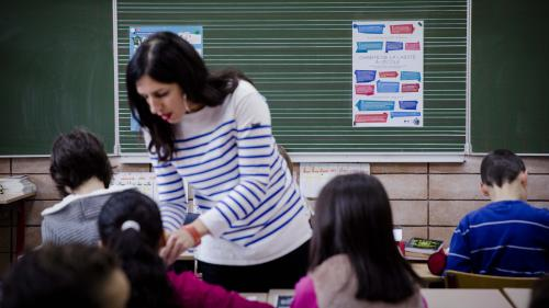 Valls confirme l'augmentation de 800 euros de la prime annuelle pour les enseignants de primaire