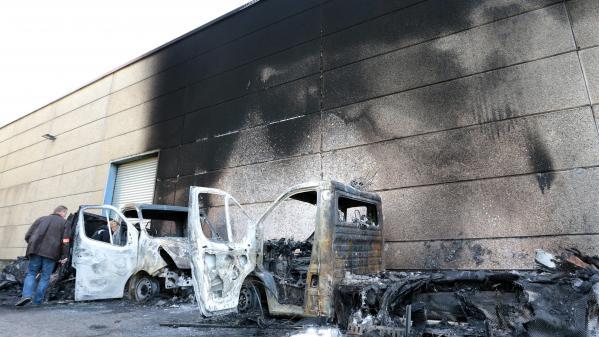 VIDEO. Douze véhicules des Restos du cœur incendiés près de Lille