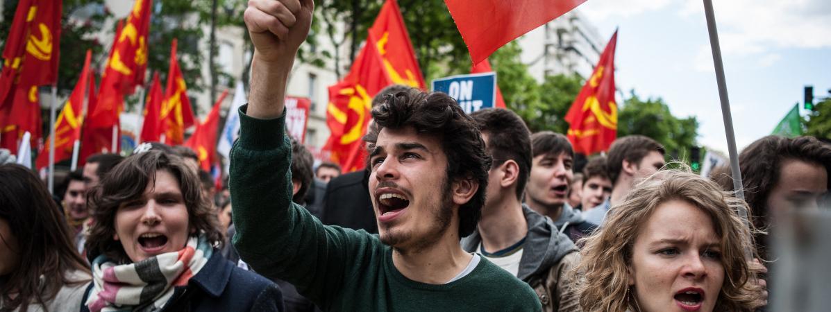 Des étudiants manifestent contre la loi Travail, le 28 avril 2016 à Paris.