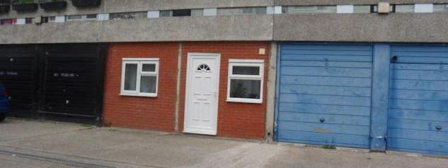 A londres des garages convertis en appartements faute de for Sci pour location garage
